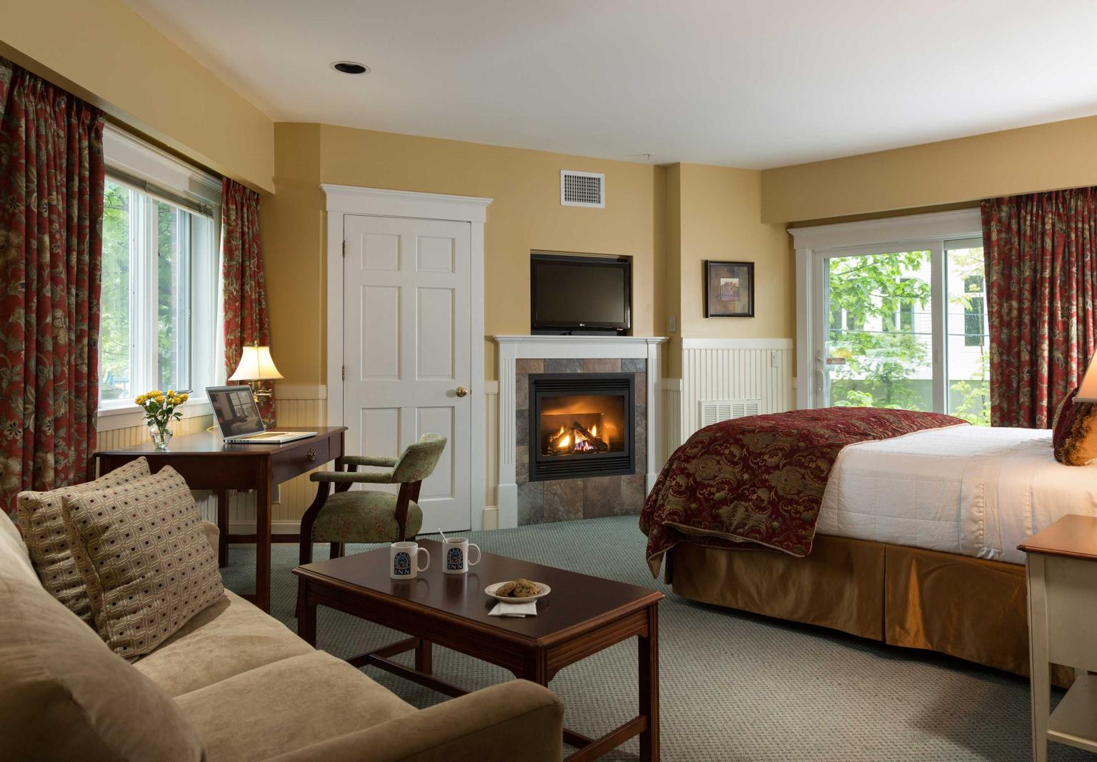 Riverview Fireplace Suite