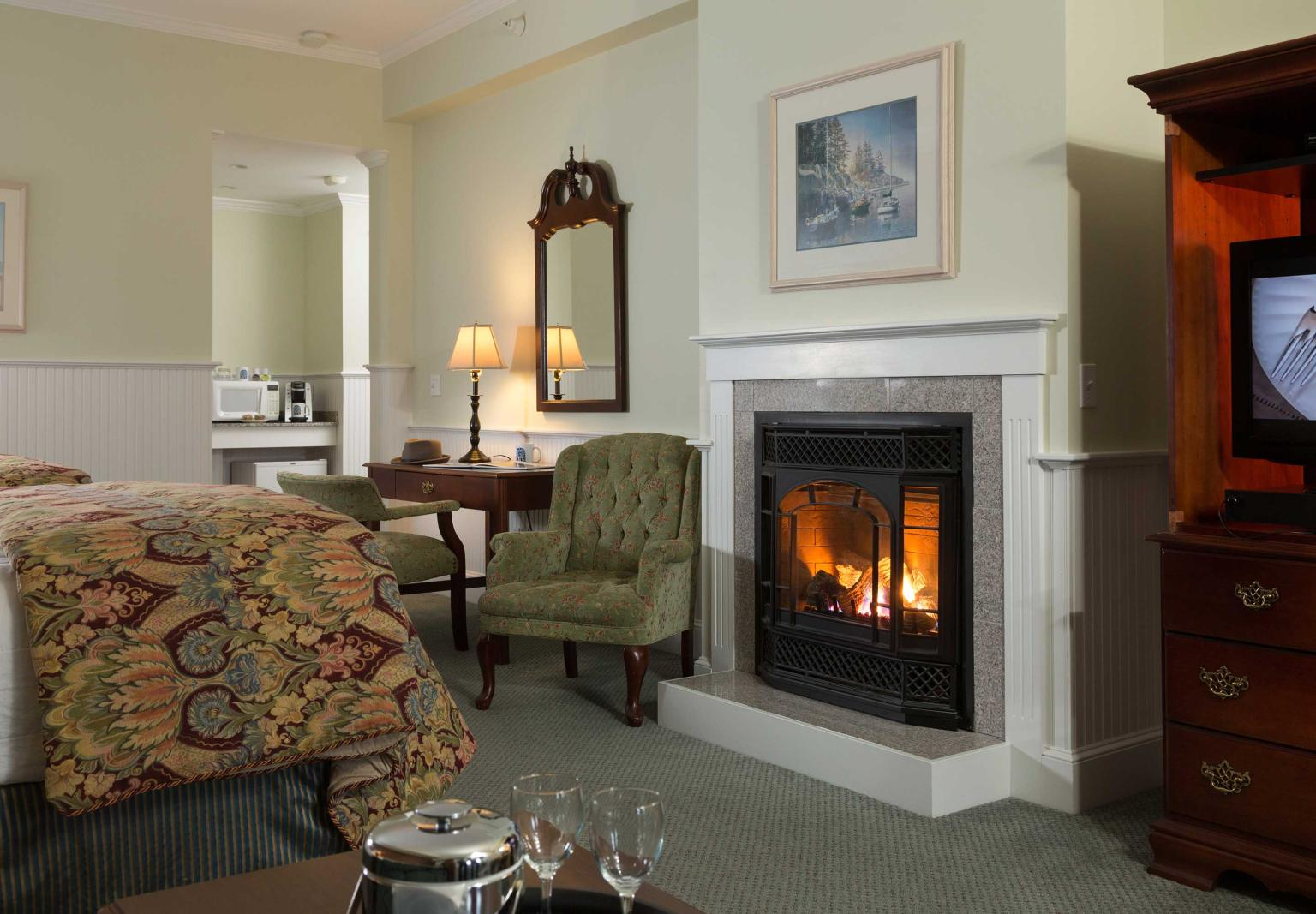 Deluxe Fireplace Room