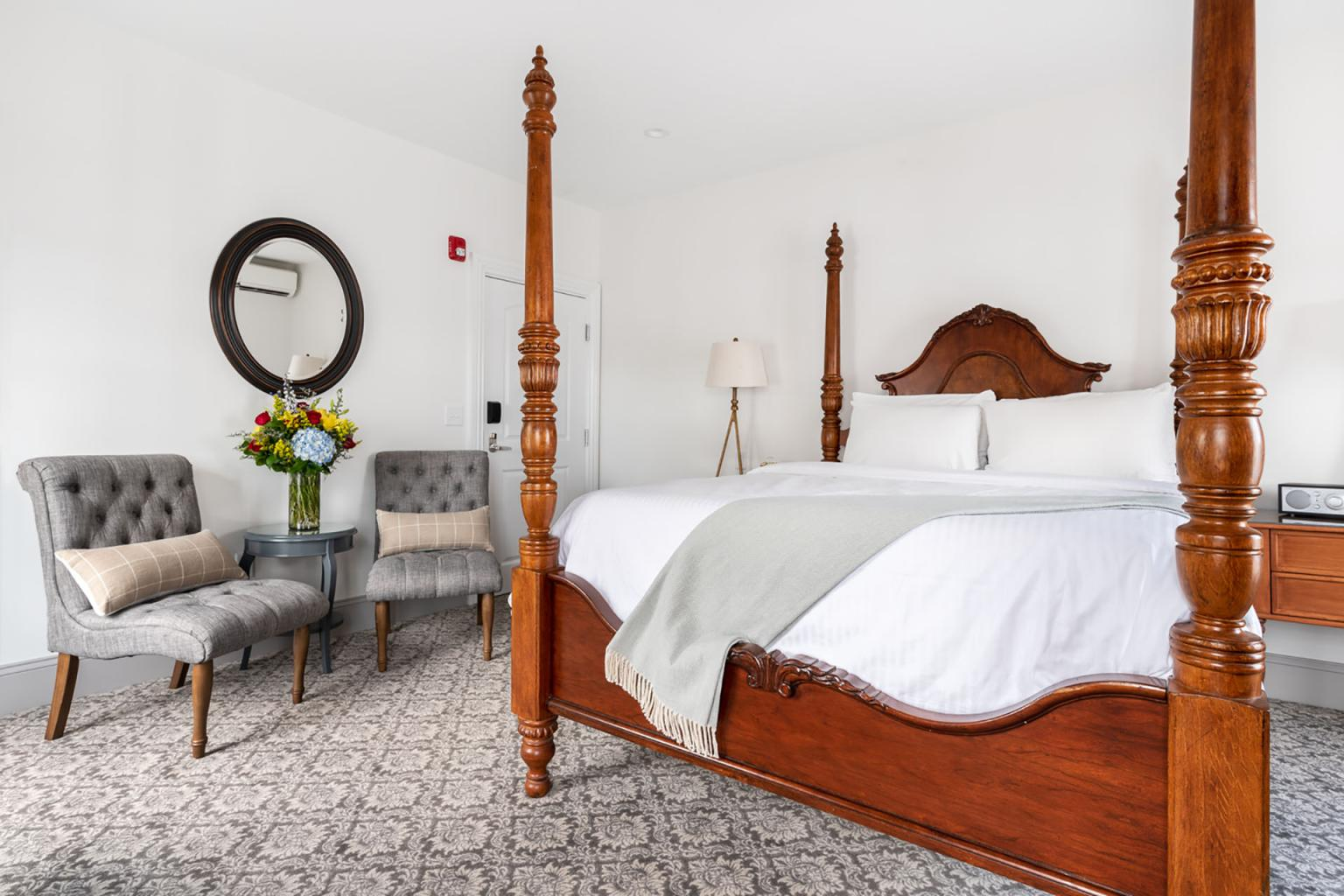 The Whaler's Inn Queen Guestroom