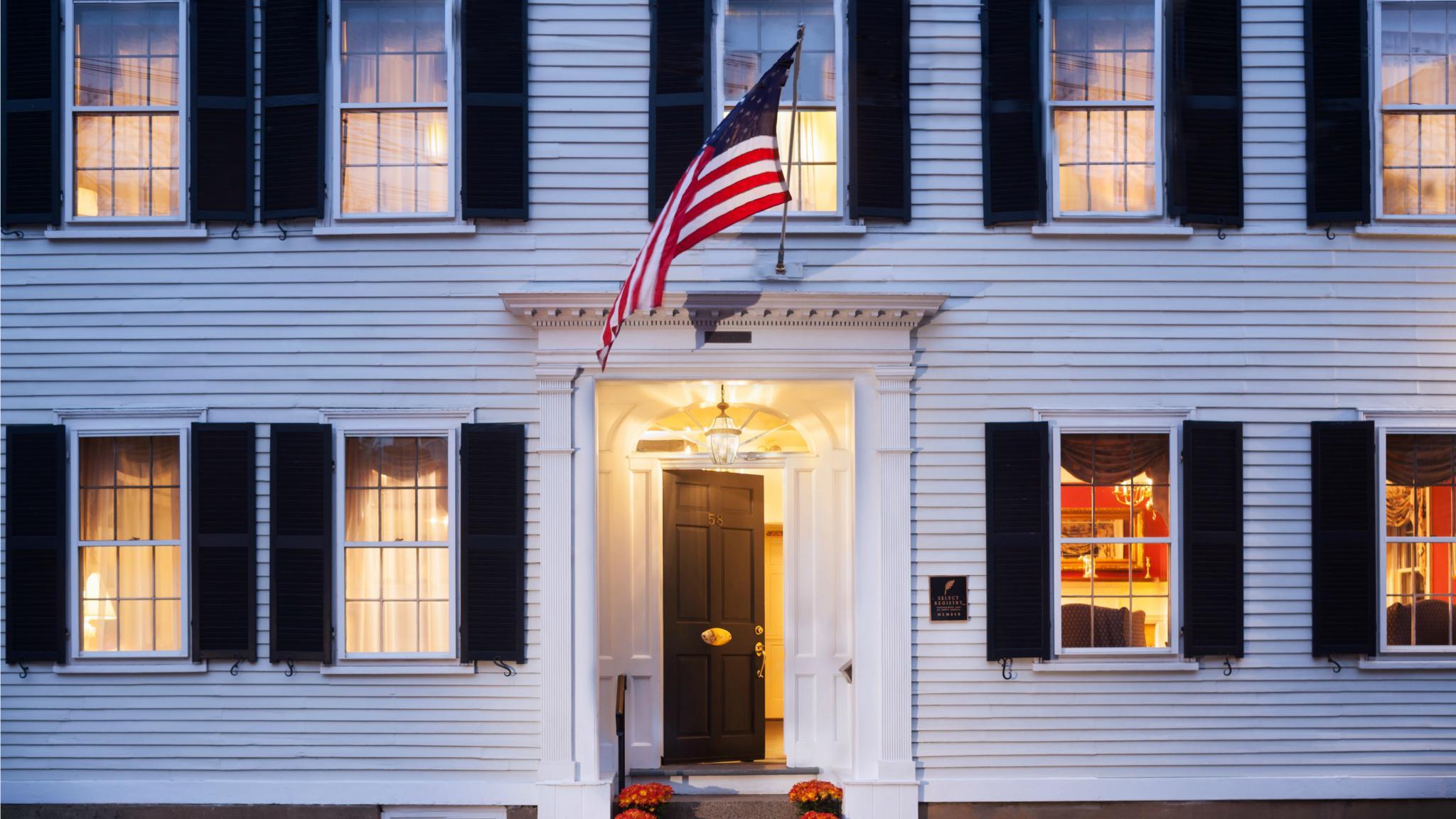 Lovely Harbor Light Inn Design