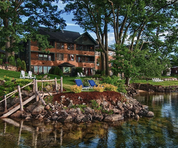 Boathouse Lodge at Mill Falls, Hotel on Lake Winnipesaukee