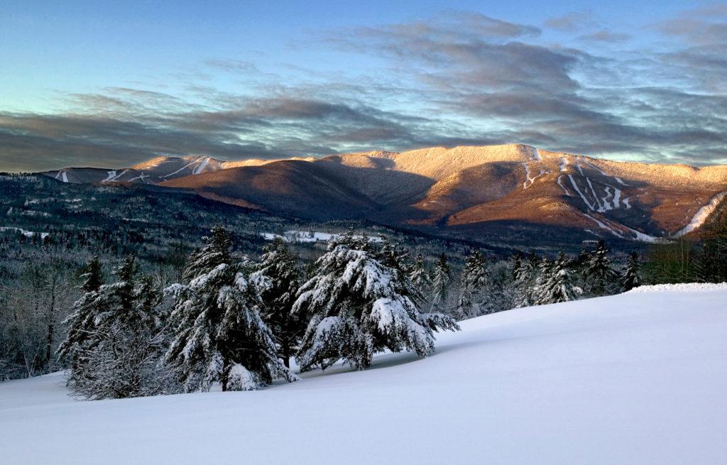 SOUVENIR SNOWBOARDING SNOWMOBILE MOUNT SNOW MOUNTAIN SKIING PATCH