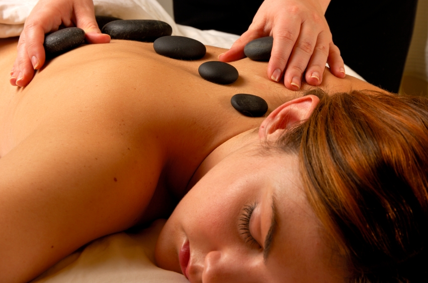 spa_woman_hot stone massage