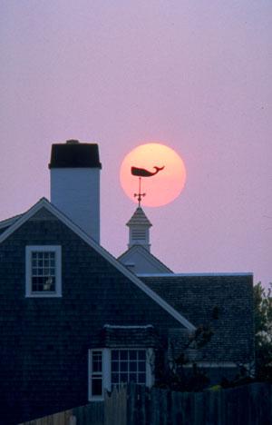 Donkere zonsondergang op Cape Cod